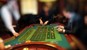 blue-spark-event-design-casino-roulette-table
