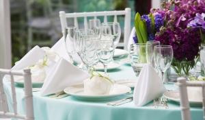 blue-spark-event-design-blue-linen-purple-flowers
